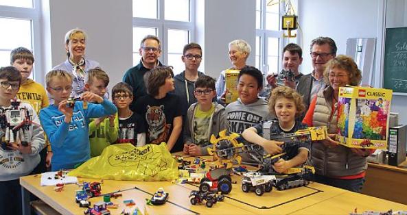 AG Juniorforscher der KGS erhält Legosteine
